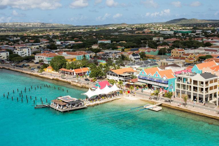 Das Schiff im Hafen von Bonaire in der Karibik