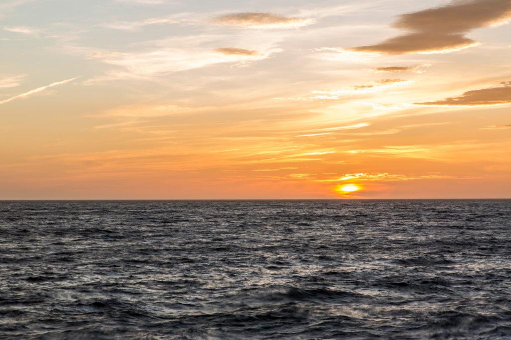 Besondere Momente bei der Arbeit auf Kreuzfahrtschiff: Sonnenuntergang auf hoher See