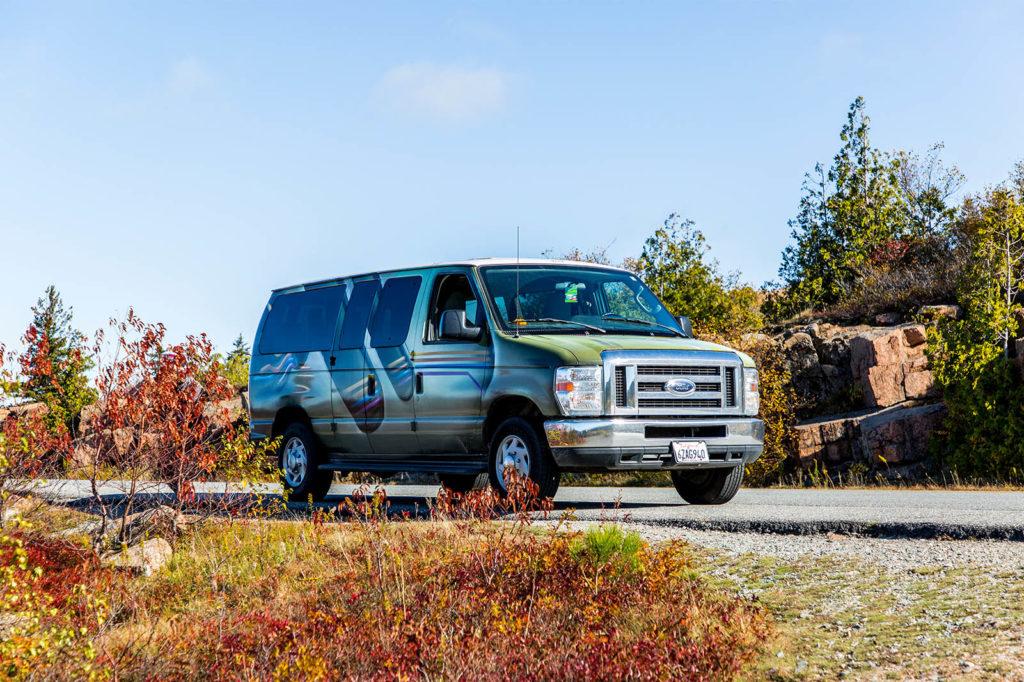 Vanlife USA: Klassischer Camper-Van im Acadia Nationalpark Ostkueste USA
