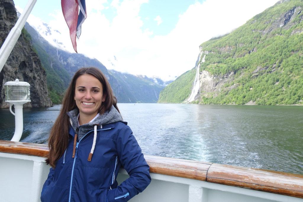Ausflugsexperte am Hafentag im Geirangerfjord