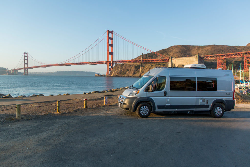 Unser Kastenwagen an der Golden Gate Bridge