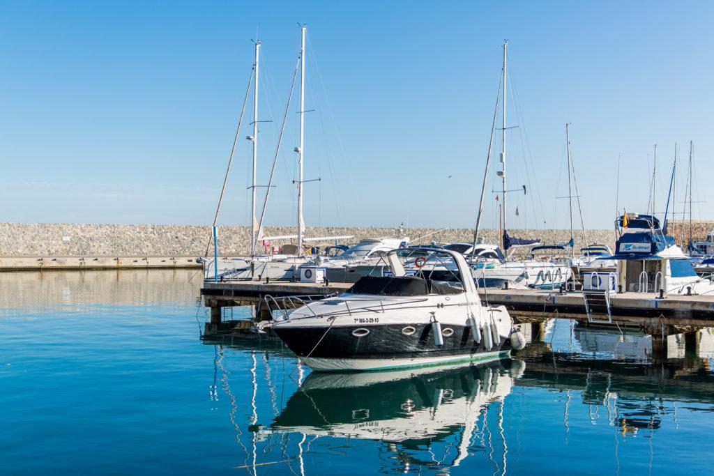 Hafen von Marina del Este in Spanien