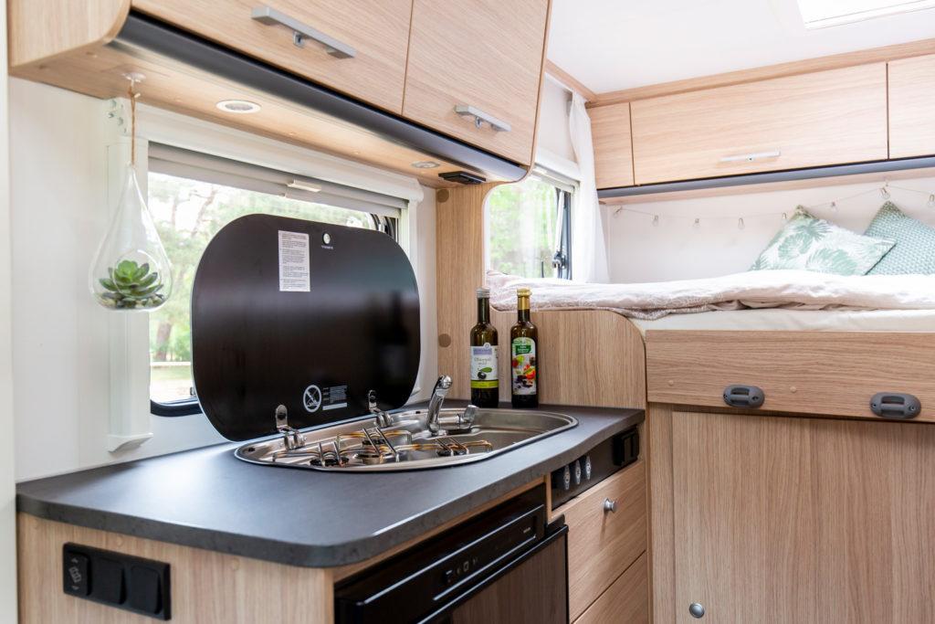 Unsere kleine Küche im Sunlight V60